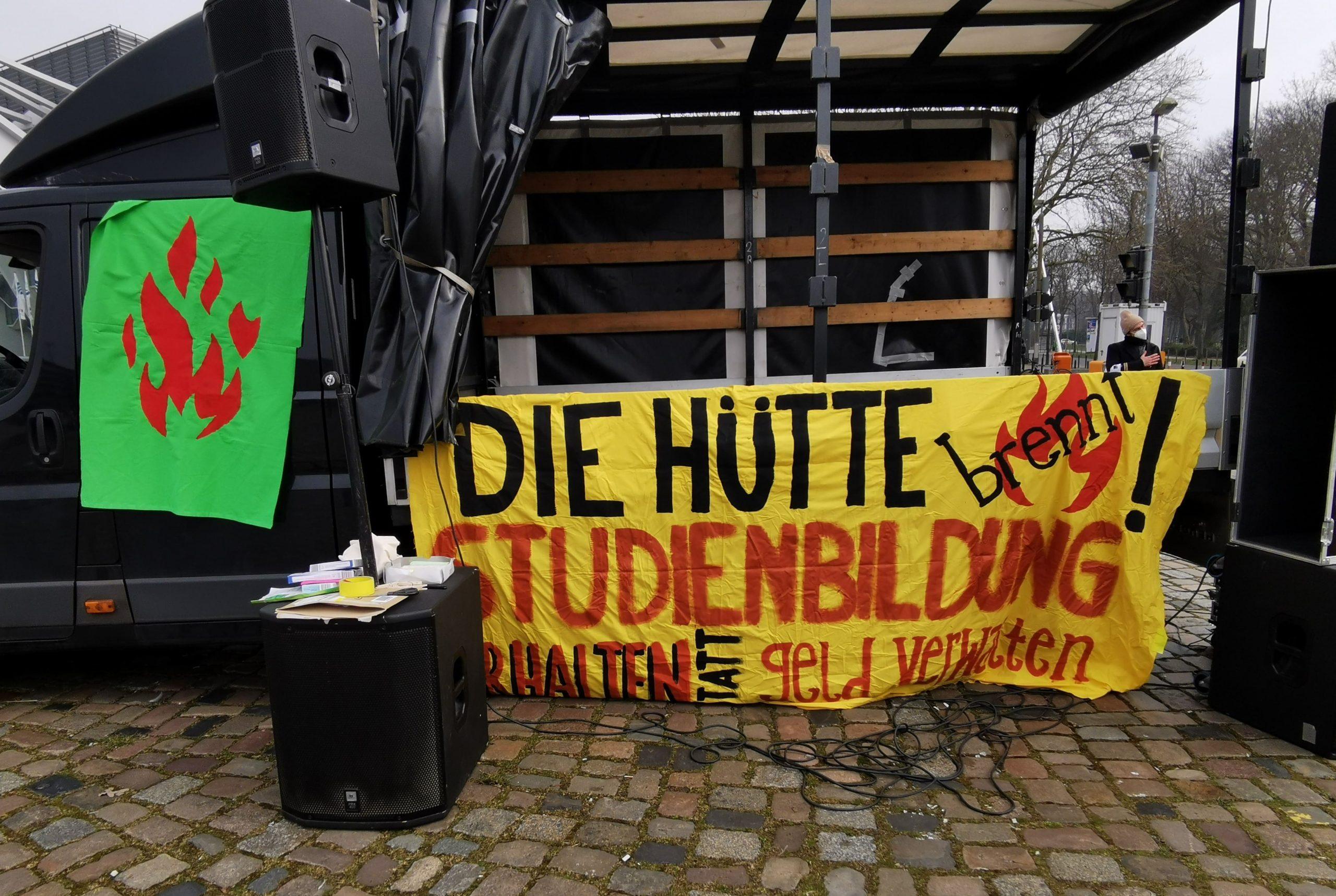 Die Hütte brennt – Hochschulen des Landes vereinigt euch!